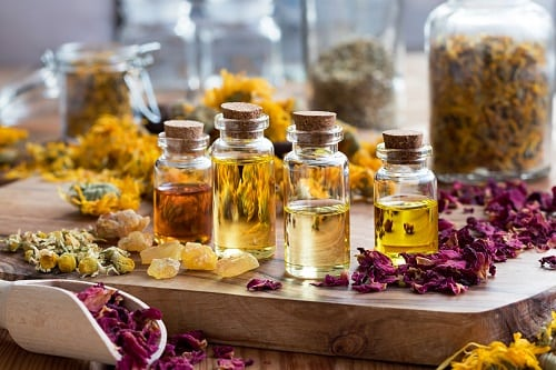 A Beginner's Guide on Essential Oils and How to Use Them Effectively